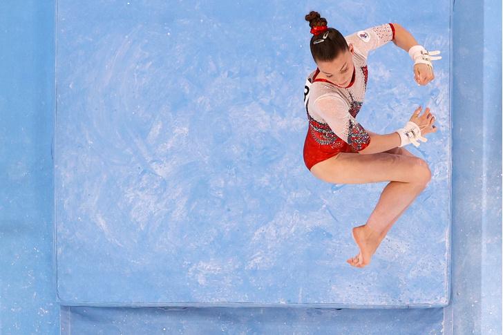 Фото №3 - Все секреты идеального пучка: учимся у российских гимнасток 🤩