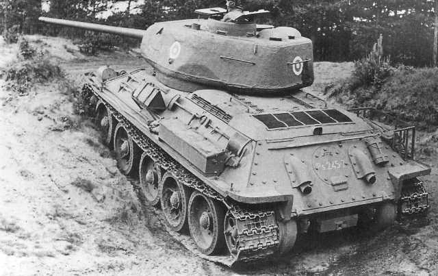 Фото №3 - Трофей из России— легендарный Т-34 на службе вдали от дома
