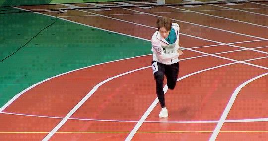 Фото №2 - K-pop айдолы, которые могли бы сделать блестящую карьеру в спорте 🤩