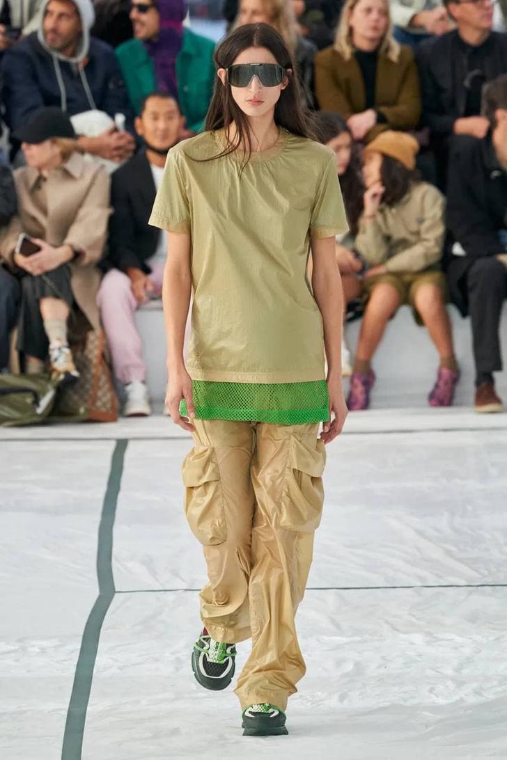 Фото №2 - Что, как и с чем носить весной 2022: свежие идеи с Недель моды
