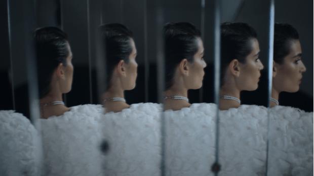 Фото №4 - Что на самом деле носят парижанки? Амбассадор Chanel, модная французкая актриса Альма Ходоровски комментирует любимые образы показа