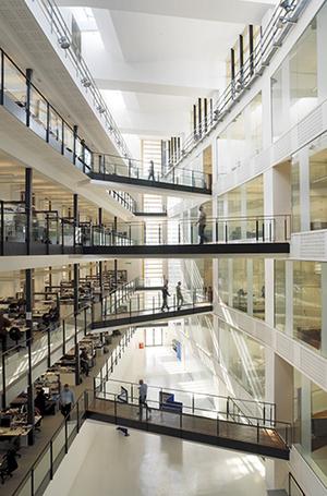 Фото №42 - Где учились принц Уильям, Кейт Миддлтон и Амелия Виндзор: лучшие британские университеты (часть 2)