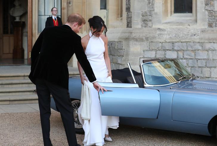 Фото №1 - Вместо кареты: самые роскошные свадебные автомобили Виндзоров