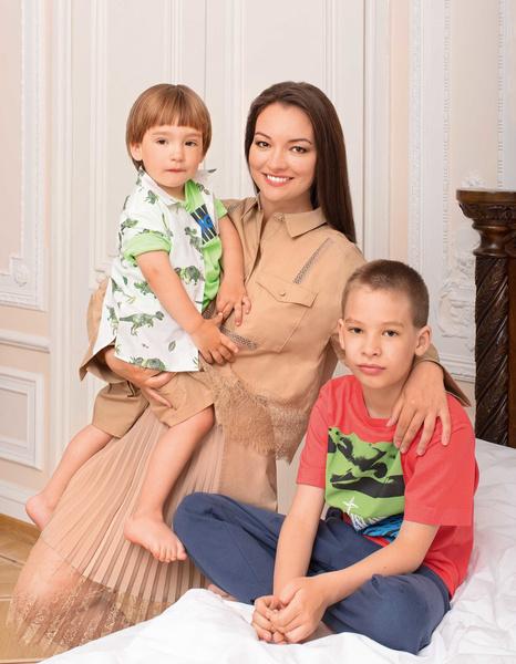 Фото №1 - Звезда сериала «Тайны следствия» впервые показала младшего сына