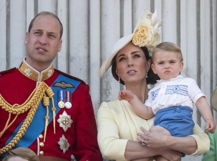 Фото №1 - Принц Луи дебютировал на королевском мероприятии (в одежде принца Гарри)
