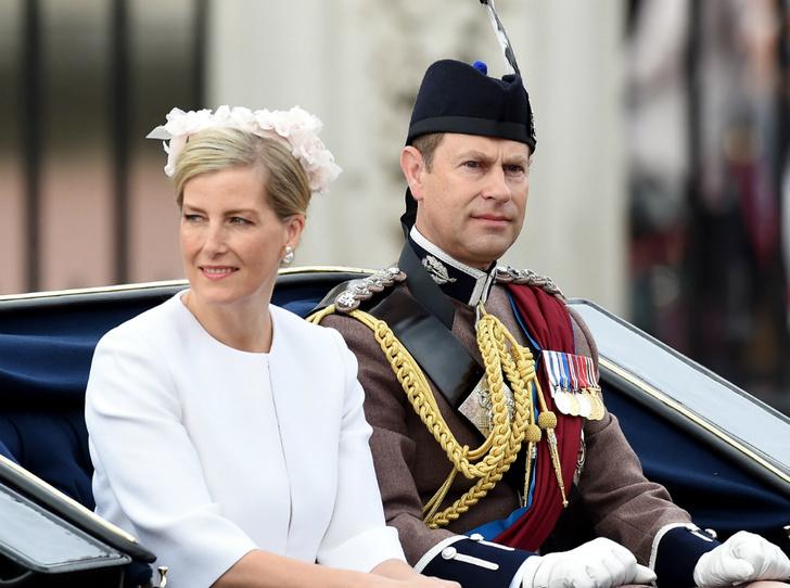 Фото №1 - Подарок на свадьбу: о чем просила Королеву ее «любимая невестка» (и почему получила отказ)
