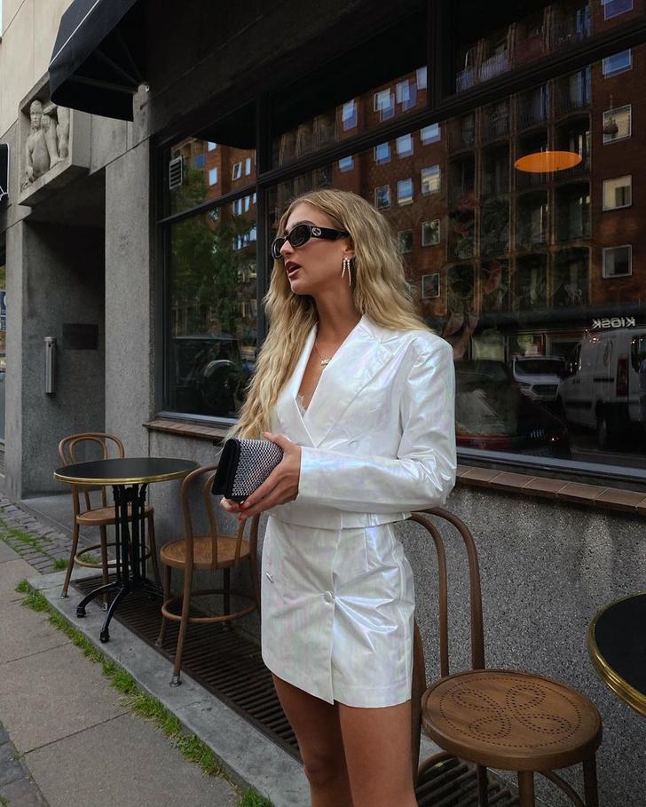 Фото №1 - Как носить костюм с юбкой? Показывает стилист Эмили Синдлев