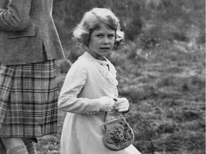 Фото №1 - Самый роскошный и удивительный подарок, который Королева получила в детстве