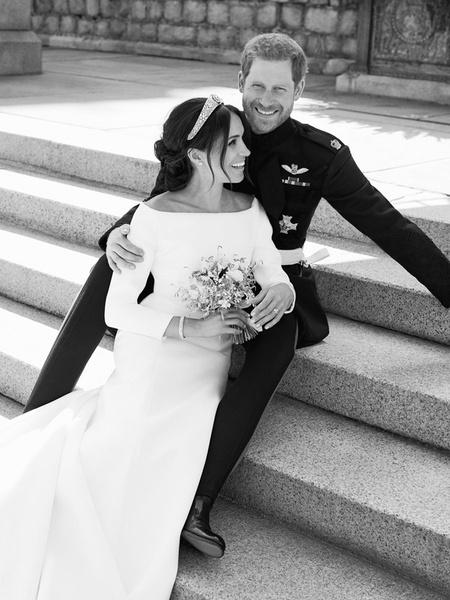 Фото №2 - О чем говорят свадебные фото Гарри и Меган