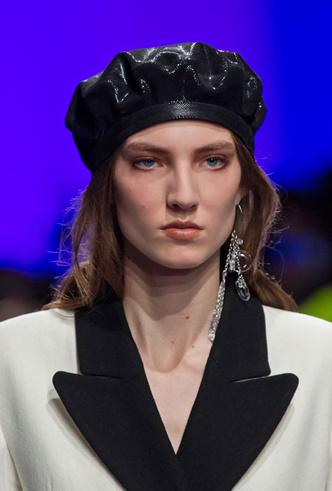 Фото №7 - Шапки, косынки и береты: самые модные головные уборы сезона