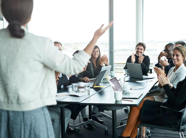 Фото №2 - Как стать «гением общения»: 23 навыка, которые помогут карьерному росту