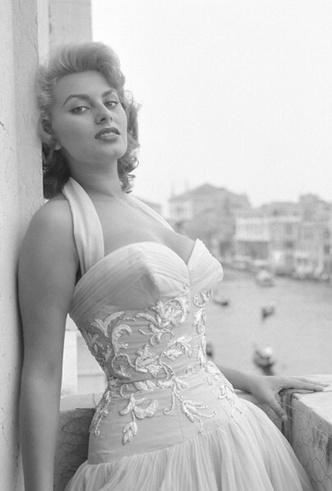 Фото №5 - Лучшие звездные образы за всю историю Венецианского кинофестиваля