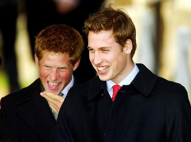 Фото №8 - Братья, соперники, наследники: как менялись Уильям, Гарри и их отношения с годами