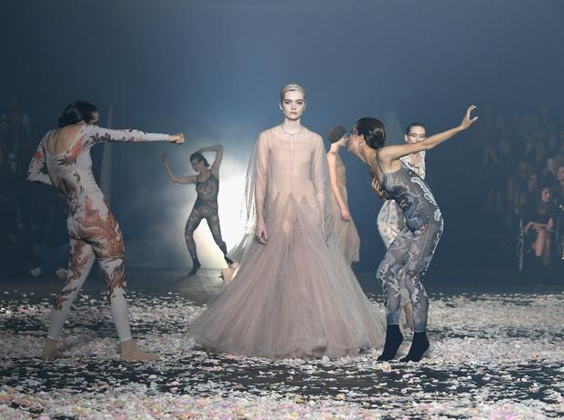 Фото №1 - Плиссе и круазе: как одежда балерин вновь вернулась в моду