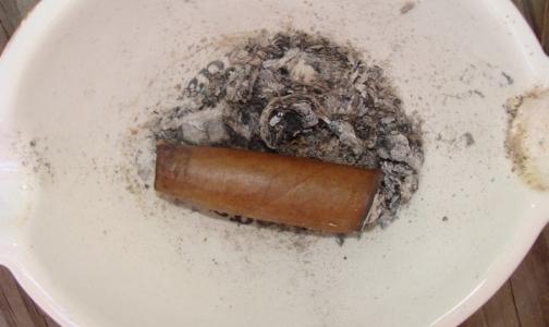 Фото №1 - Весь мир бросает курить в понедельник, а русские — в воскресенье
