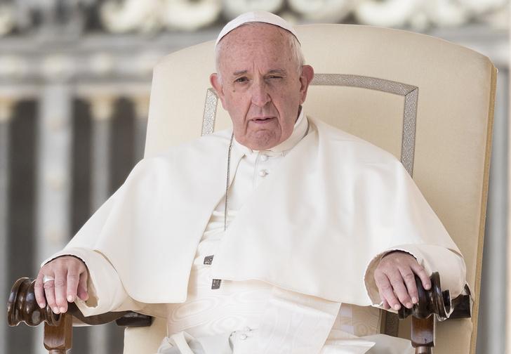 Фото №1 - В Уфе обманутым дольщикам посоветовали жаловаться на отсутствие отопления папе римскому. Ну они и пожаловались