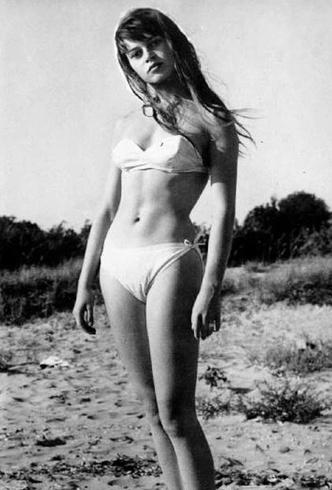 Фото №10 - Бикини: эволюция самого скандального купальника в истории