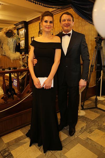 Фото №1 - Башаров с женой впервые вышел в свет после рождения сына