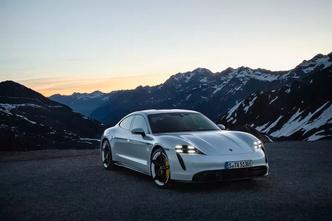 Фото №3 - Porsche впервые официально показал свой первый электроспорткар Taycan (фото)