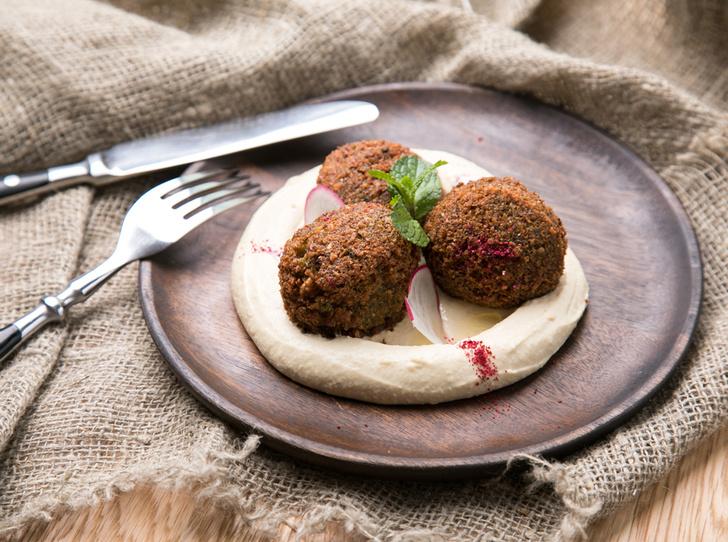 Фото №3 - Фалафель, фатуш и кебаб: три блюда для кошерного обеда