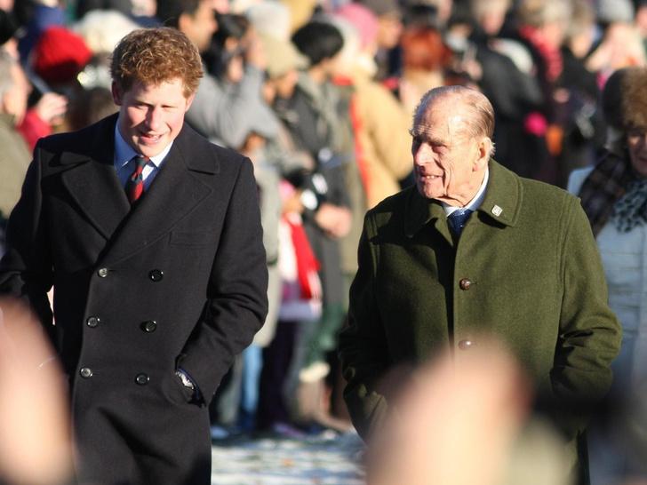 Фото №3 - Особая честь: о чем принц Филипп попросил Гарри перед «Мегзитом»