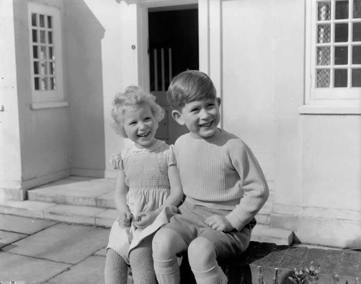 Фото №5 - Старший брат: самые трогательные фото принца Чарльза с принцессой Анной
