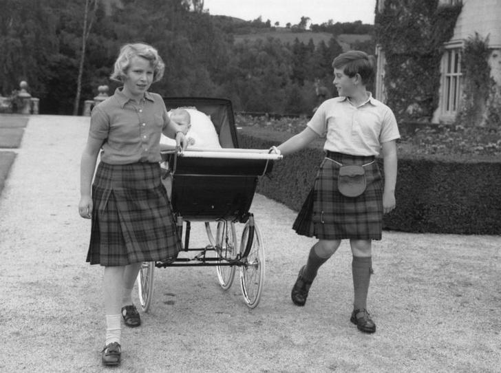 Фото №3 - Почему отношения принца Чарльза с сестрой и братьями всегда были напряженными