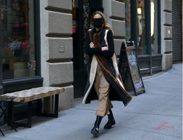 Фото №2 - Идеальная верхняя одежда для межсезонья: показывает стилист Оливия Палермо