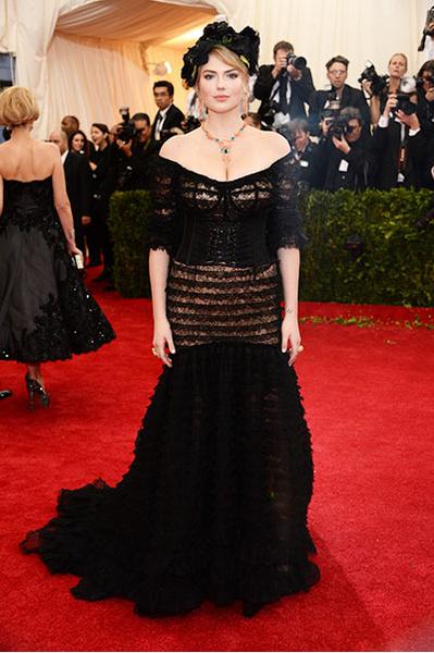 Кейт Аптон на Балу Института костюма