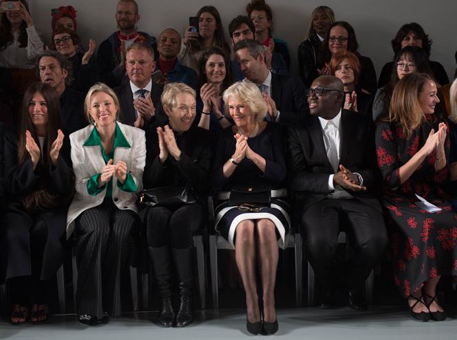 Фото №2 - Герцогиня Камилла стала гостьей Недели моды в Лондоне (и повторила успех Королевы)
