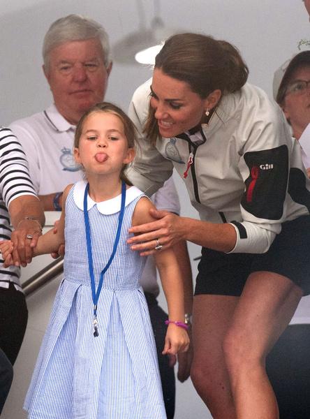 Фото №4 - Грозит пальцем и не ругает за истерики: как Кейт Миддлтон воспитывает детей идеальными
