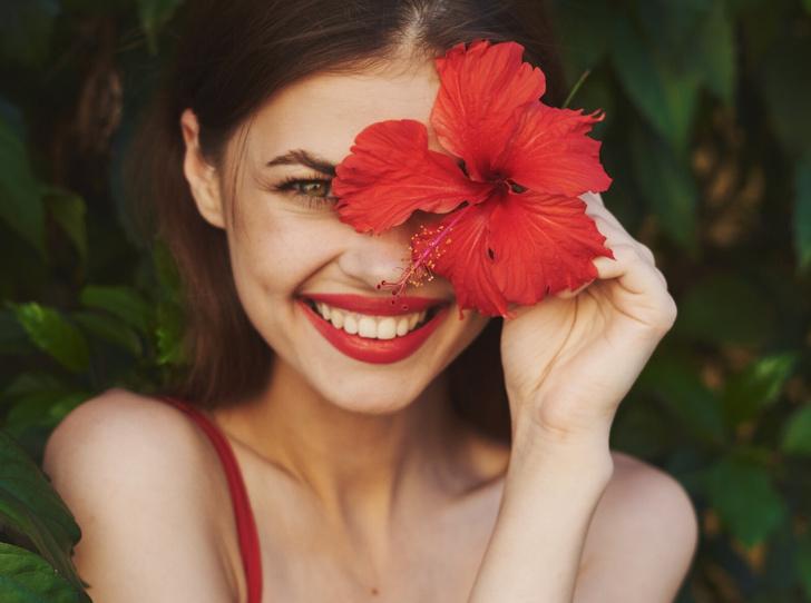 Фото №1 - Цветок молодости: 6 волшебных свойств гибискуса, о которых вы не знали
