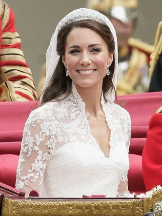 Фото №4 - Почему Королева всегда делает макияж сама (кроме одного раза в году)