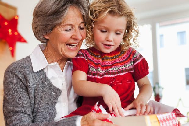 Бабушка балует ребенка что делать
