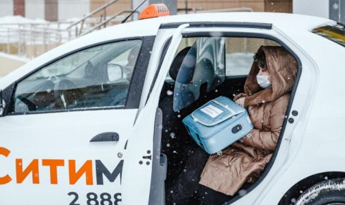 Фото №1 - Бесплатное такси полтора месяца развозило врачей в 12 городах РФ. Больше всего поездок - в Петербурге и Казани