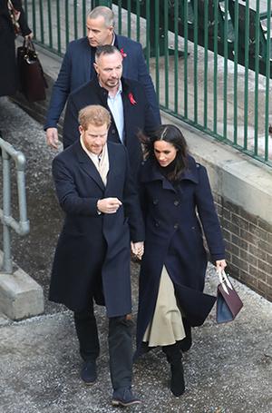 Фото №5 - Меган Маркл и принц Гарри начали свой тур по Великобритании