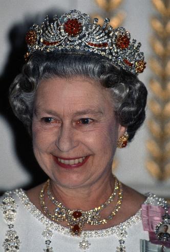 Фото №3 - Королевский выбор: общая ювелирная страсть Елизаветы и герцогини Кейт