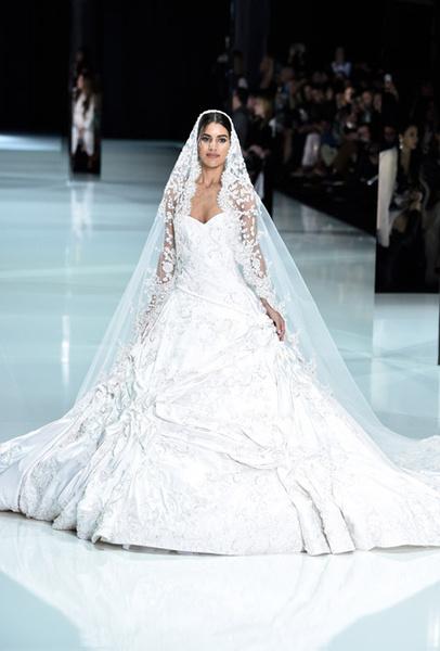 Фото №4 - 35 идей свадебных платьев с подиумов Недели высокой моды в Париже