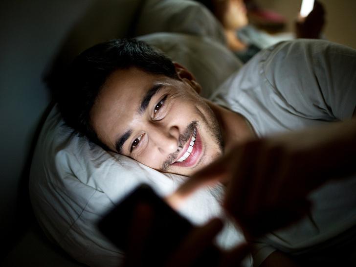 Фото №1 - Как мужчины записывают любовниц в телефоне