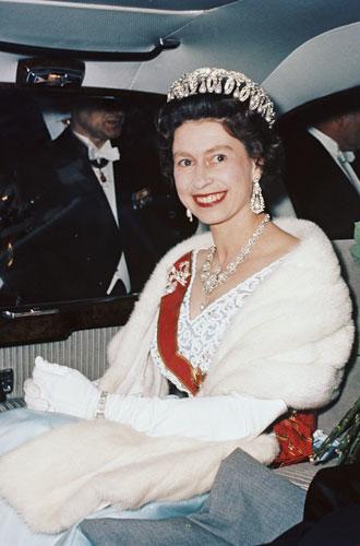 Фото №13 - Секреты Елизаветы: 8 новых историй о гардеробе Королевы