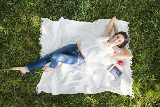 Фото №1 - Лежать: толкование сна; сонник