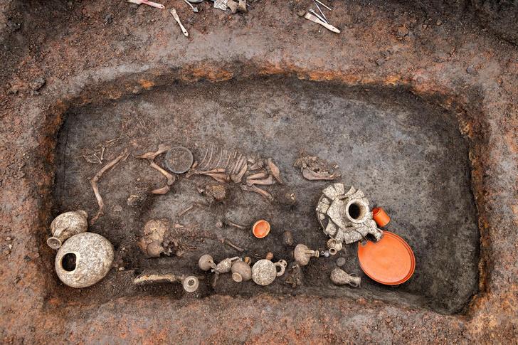 Фото №1 - Необычное детское погребение найдено во Франции