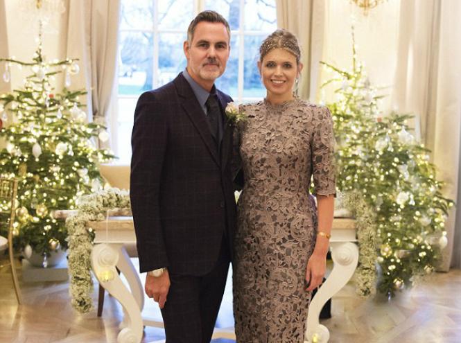Фото №1 - Любимый дизайнер герцогини Кембриджской вышла замуж в сером