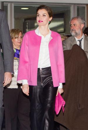 Фото №7 - Бунтарки: как королевские особы носят кожаные вещи