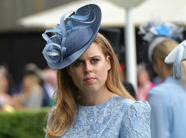 Фото №1 - Передумали? Почему принцесса Беатрис и ее жених не назначают новую дату свадьбы
