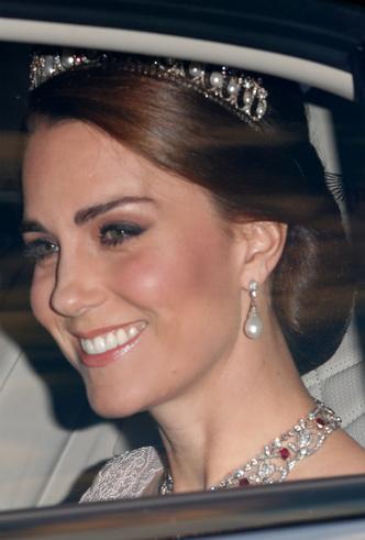 Фото №7 - Королевский выбор: общая ювелирная страсть Елизаветы и герцогини Кейт