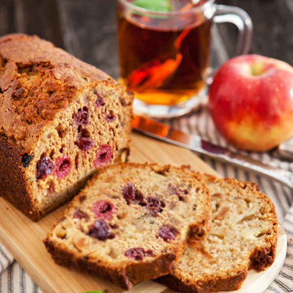 Фото №2 - Кекс с яблоками, изюмом и вишней