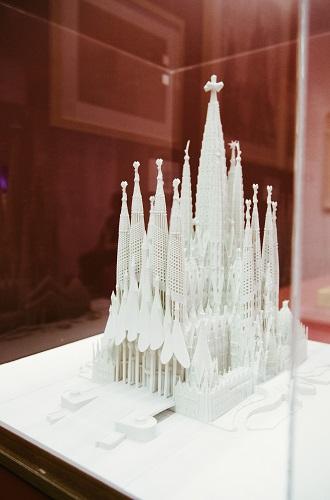 Фото №2 - Испанский колорит в Москве: открылась выставка Гауди