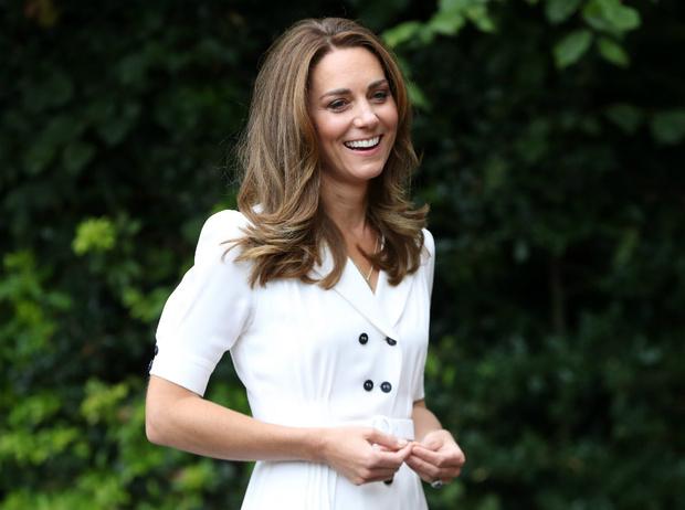 Фото №1 - Жертва королевы: чего Кейт лишится, когда Уильям взойдет на престол