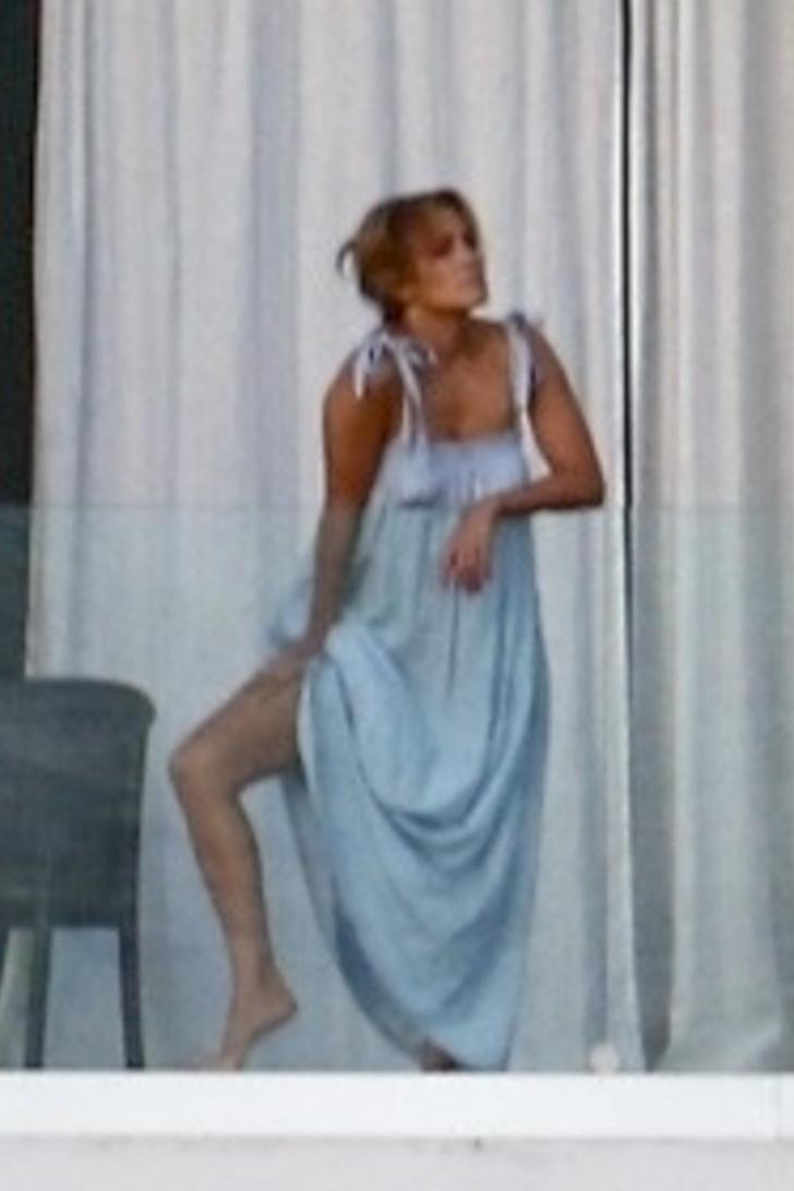 Фото №1 - В образе греческой богини рядом с Беном Аффлеком: счастливая Дженнифер Лопес провожает закат в Майами